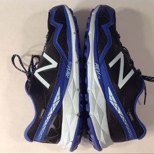 NEW BALANCE WOMENS TRAIL WALKING SHOES SIZE 10